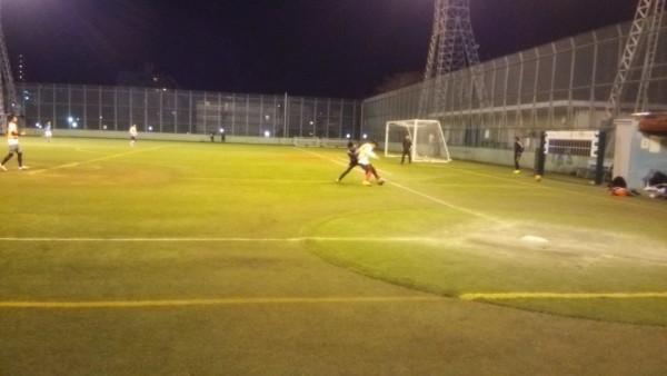 サッカーサイドバックのコツ_守備ディフェンス_1対1